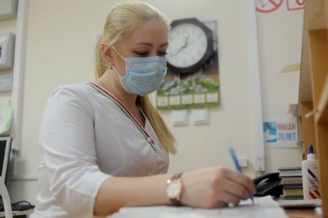 В больницах соблюдается масочный режим работы.