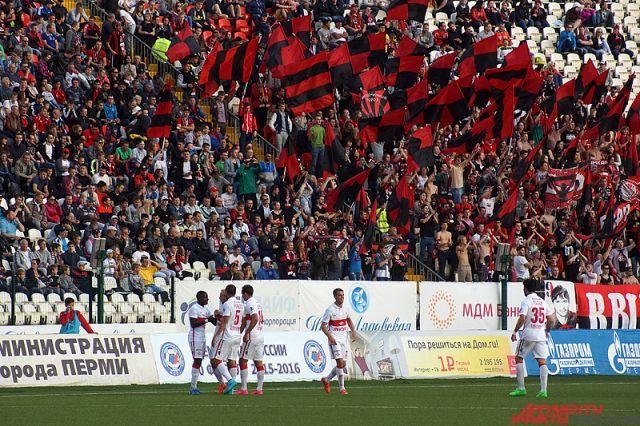 Пермские болельщики надеются, что их любимый клуб не вылетит из Премьер-лиги.