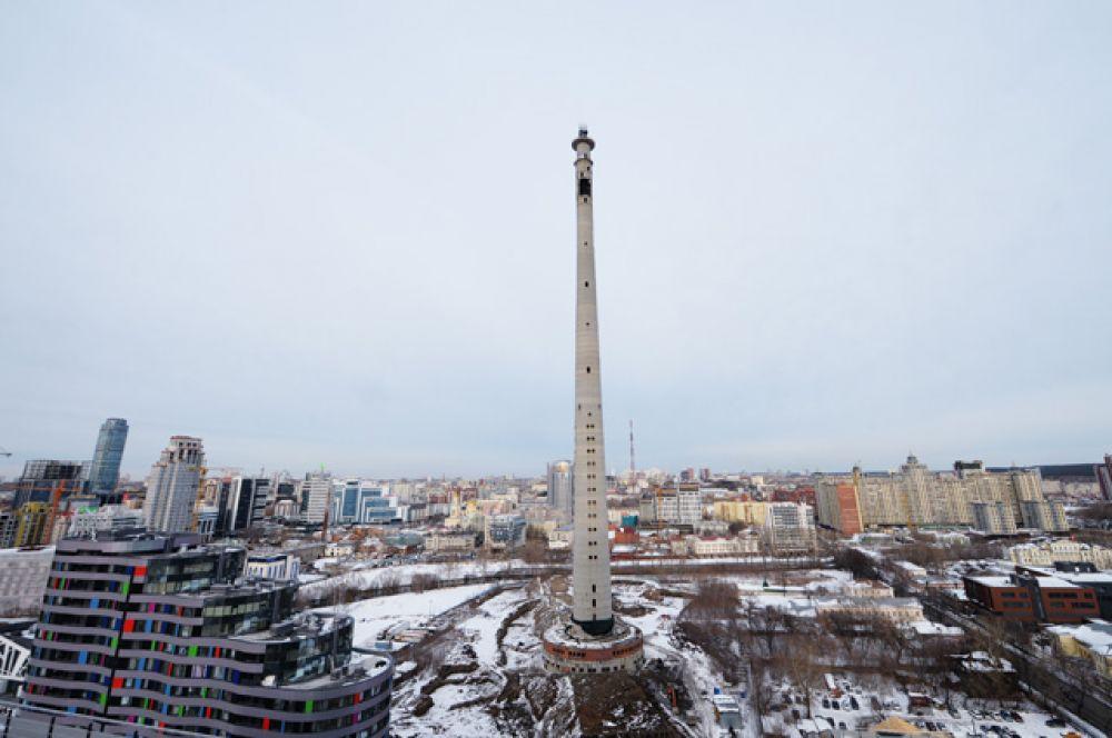 Строительство телебашни началось в 1983 году. Планировалось, что ее высота составит 361 метр, а сигнал распространится на всю Свердловскую область.