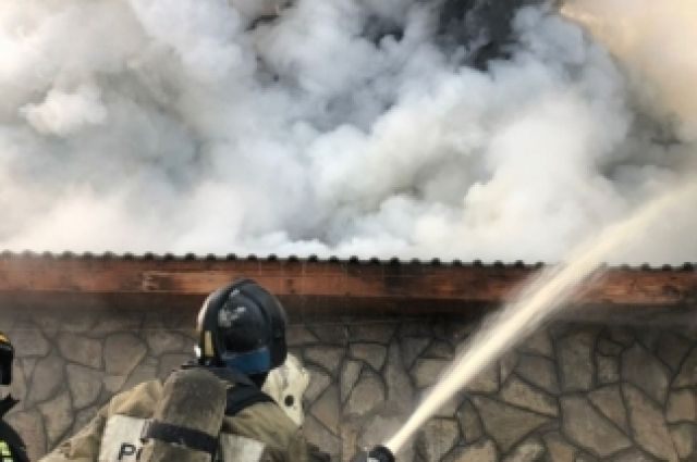 ВБашкирии изгорящего дома эвакуировали 26 человек, один умер