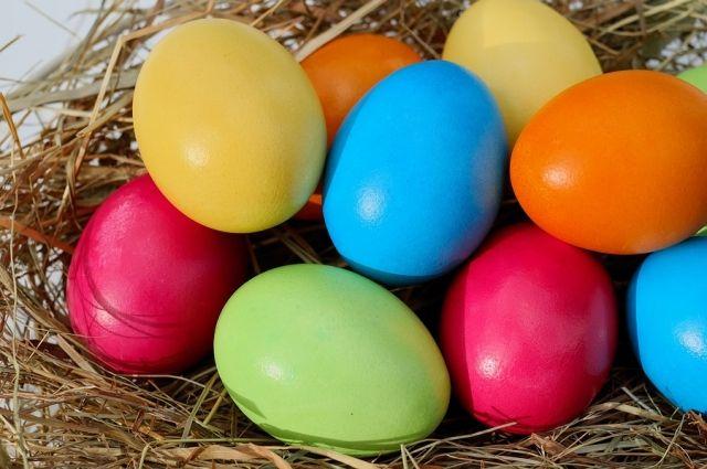 Существует как минимум три гипотезы, почему на Пасху красят яйца.