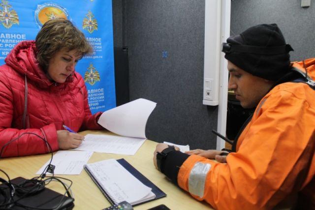 В подтопленных районах работают спасатели