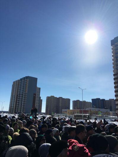Более 1000 человек пришли на собрание