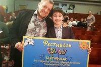 Михаил получил сертификат на съемки от Бориса Грачевского.