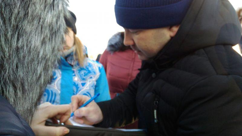 Люди подписывались под обращением в Госдуму, президенту России и в Общественную палату