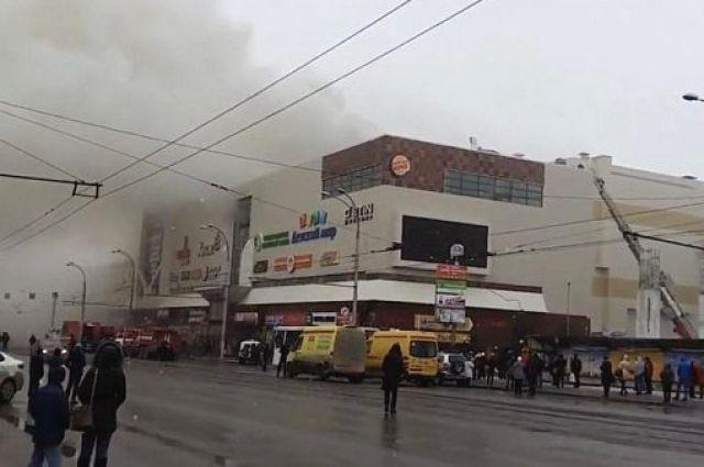 Четверо детей погибли впожаре в коммерческом комплексе вКемерово
