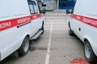 В социальных сетях появились фотографии, на которых видно, что машину скорой помощи используют не по назначению: в ней перевозят и продают некую продукцию.