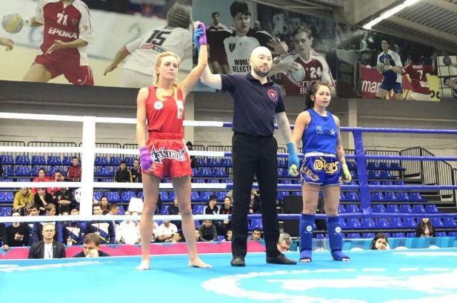 Дюмин поздравил тулячку, взявшую золото чемпионата Российской Федерации потайскому боксу
