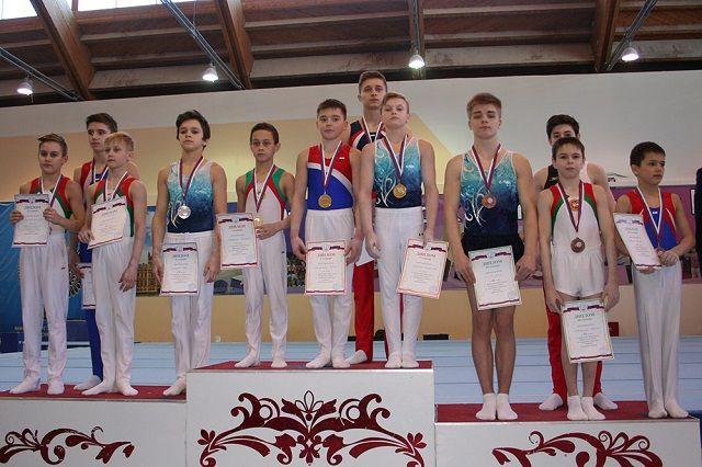 Спортсмены завоевали медали как в личном, так и в командном первенстве.