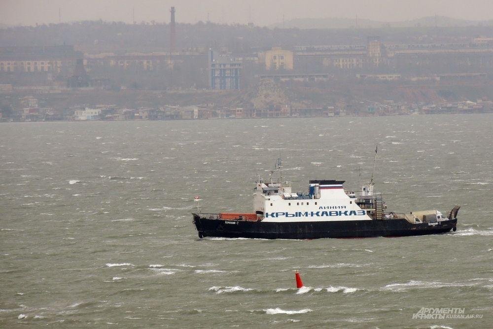 Один из паромов, курсирующих между Таманским и Крымским берегами.