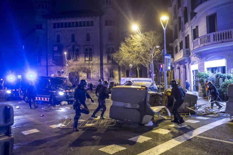 Помимо пострадавших в Барселоне, семь человек получили травмы во время протестов в городе Льейда, еще один человек пострадал в Таррагоне.