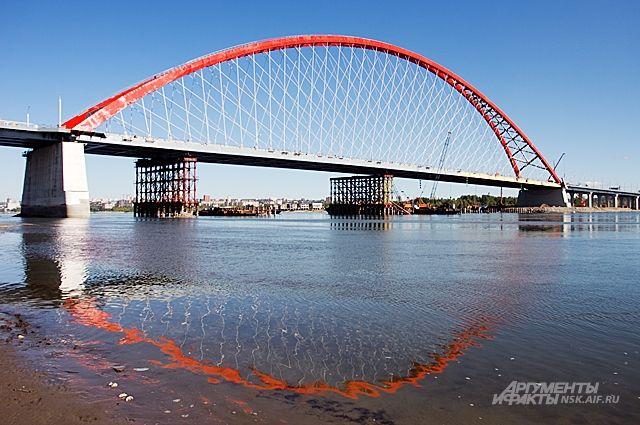 Девушка чудом осталась жива после происшествия на мосту.