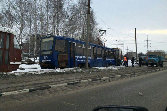 Трамвай сошел срельсов наРепина вУльяновске