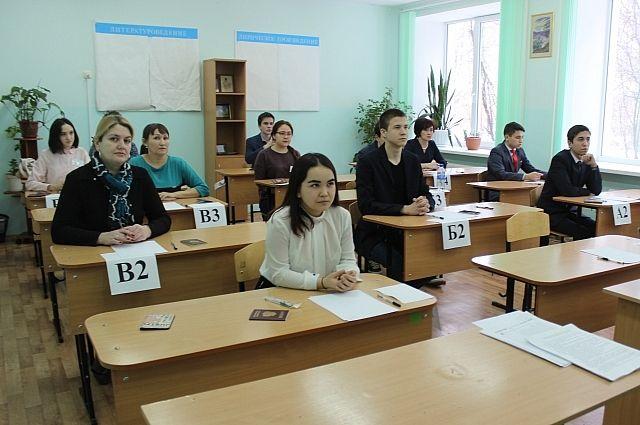 Родители, дети и министр образования республики 20 февраля сдали пробный ЕГЭ.
