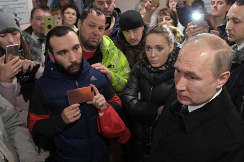 Владимир Путин на встрече с инициативной группой жителей Кемерова.