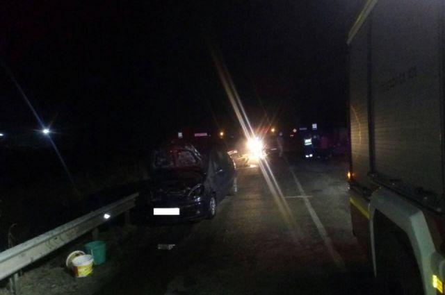 Под Славском загоревшаяся машина сбила пешехода.