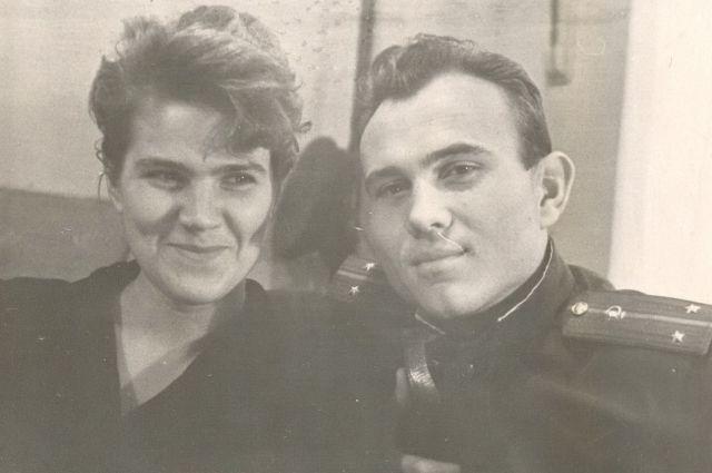 Вадим Харченко в звании лейтенанта с супругой.