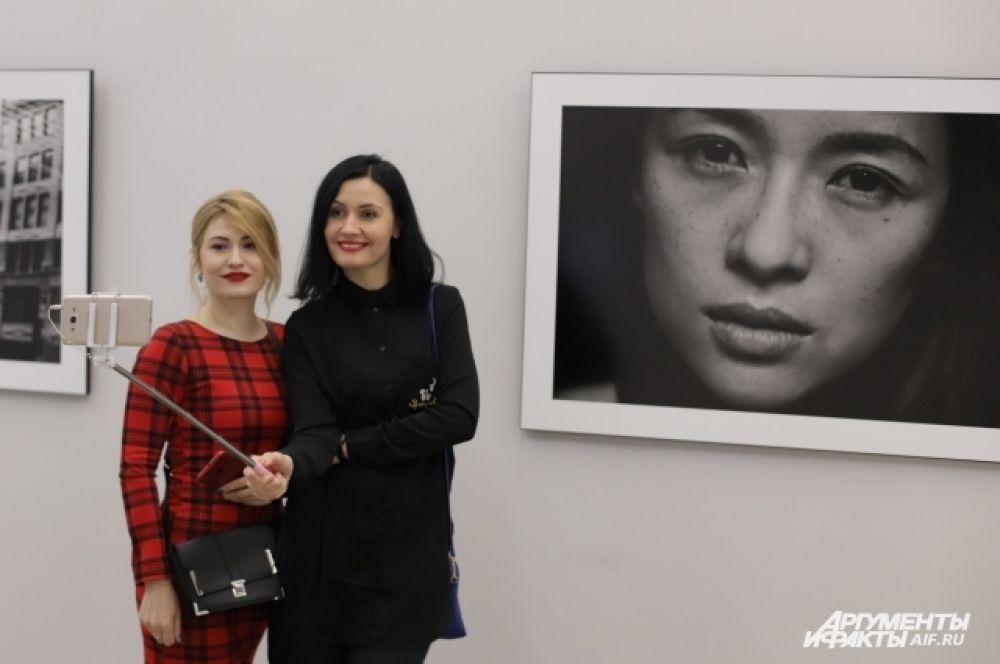 Китайская актриса Чжан Цзыи приобрела известность благодаря главной роли в фильме режиссёра Чжан Имоу «Дорога домой».