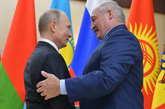 26 декабря 2017. Президент РФ Владимир Путин и президент Республики Беларусь Александр Лукашенко (справа) перед началом неформальной встречи глав государств СНГ.