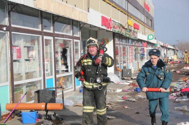 При пожаре в ТЦ «Адмирал» погибли 19 человек. Пожар в здании, которое полностью сгорело, спасатели тушили девять часов.