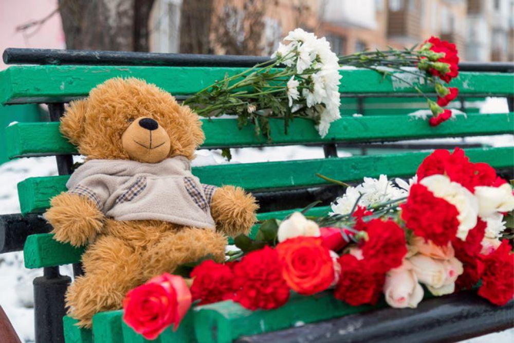 """АиФ.ua выражает соболезнования всем погибшим в страшном пожаре в ТЦ """"Зимняя вишня"""". Светлая память!"""