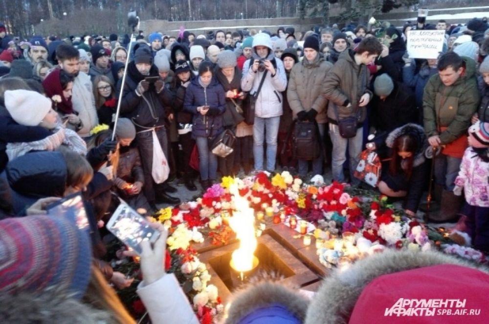 Петербуржцы скорбят вместе с кемеровчанами.