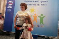 Руководитель общественной организации «Лучики добра» Надежда Литвиненко на праздники со своей дочерью.