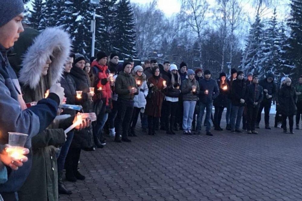 В Барнауле почтили память погибших в ТРЦ «Зимняя Вишня».