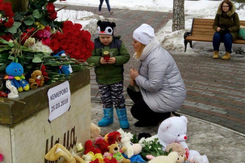 В Тюмени, как и в других городах, на акцию памяти приходили вместе с детьми.