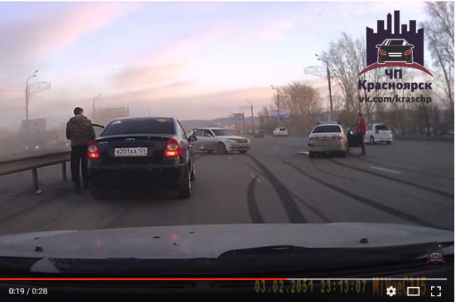 За рулем машины, спровоцировавшей ДТП, был 25-летний молодой человек.