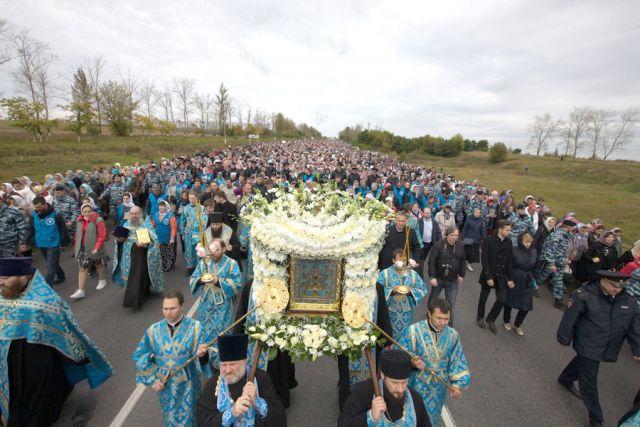 Крёстный ход со святыней ежегодно собирает тысячи паломников.