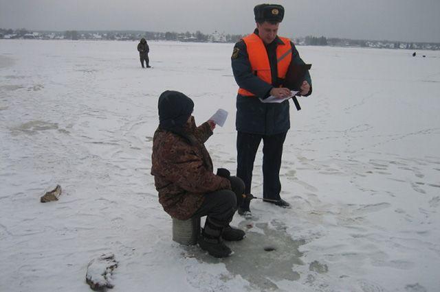 С рыбаками проводят профилактические беседы