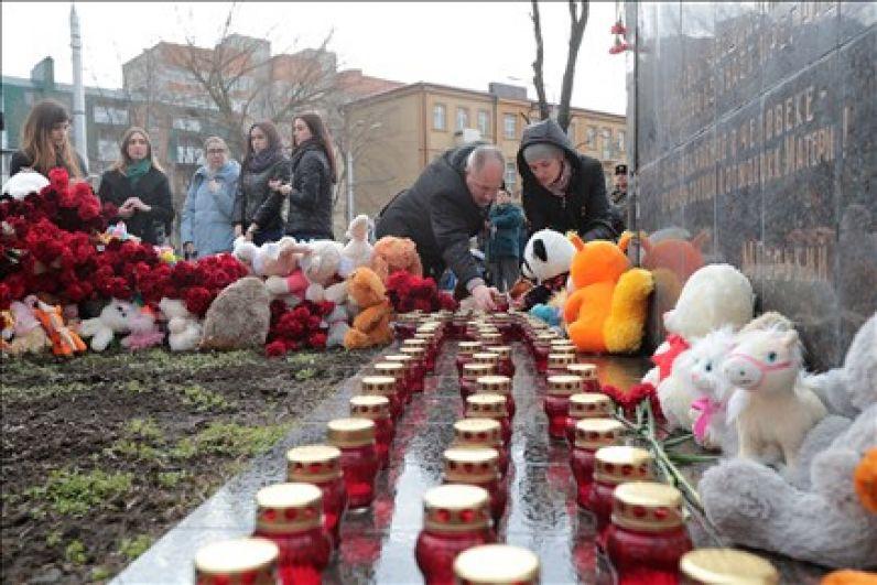 Жители Ростова-на-Дону собрались утром 27 марта возле памятника «Мать и дитя».