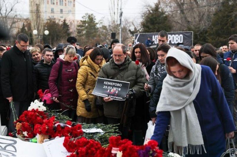 Волгоградцы собрались вспомнить жертв трагедии в Комсомольском саду.