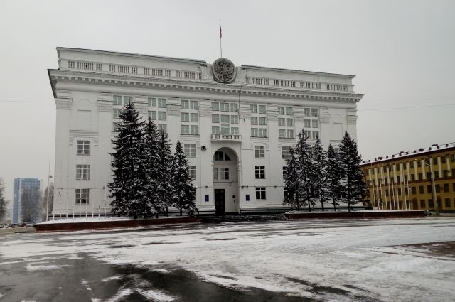 Тулеев уволил вице-губернатора и главу департамента внутренней политики.