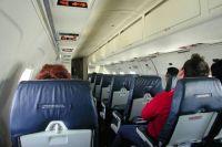 Командир самолёта отказал в полете пассажиру, потому что тот курил в туалете во время полета, что запрещено правилами.