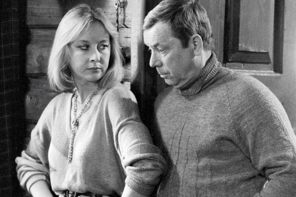 Лариса Удовиченко в роли Ляли и Олег Анофриев в роли шефа на съемках фильма «Эстафета 3х100». 1986 год.