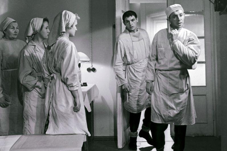 Олег Анофриев в роли Владика и Василий Лановой в роли Алексея в фильме «Коллеги». 1963 год.