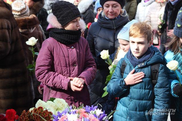 Слезы большой страны. Москва вышла почтить память погибших в Кемерове