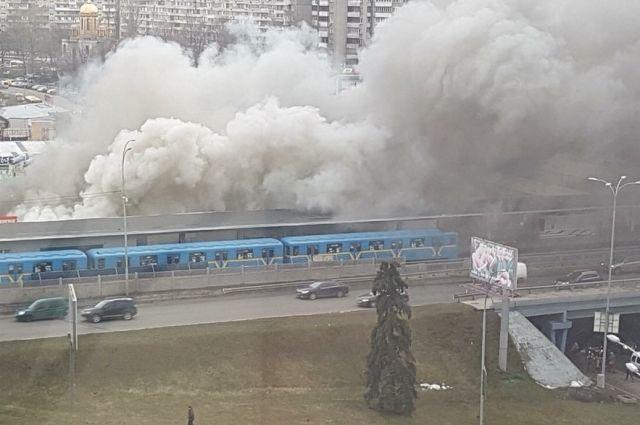 ВКиеве закрыли станцию метро Левобережная из-за задымления