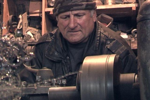 Ахсарбек Варзиев смастерил электростанцию своими руками.