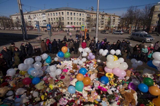 Кемеровчане узнали, кто запер детей вкинозалеТЦ «Зимняя вишня»