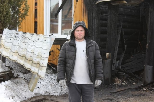 Евгению Конюхову удалось вывезти из огня соседку-инвалида.