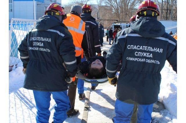 На «Металлурге» экстренные службы обучали спасать людей из-под обрушенных трибун