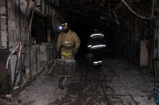 Аварийно-восстановительные работы в сгоревшем торговом центре завершены.