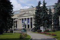 Здание Пушкинского музея на Волхонке в Москве.