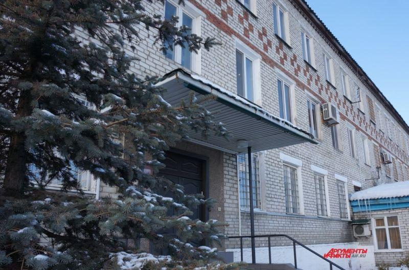 Здание администрации ИК-2. Руководство колонии не скрывает, что «Белый лебедь» – образцовое учреждение исполнения наказания.