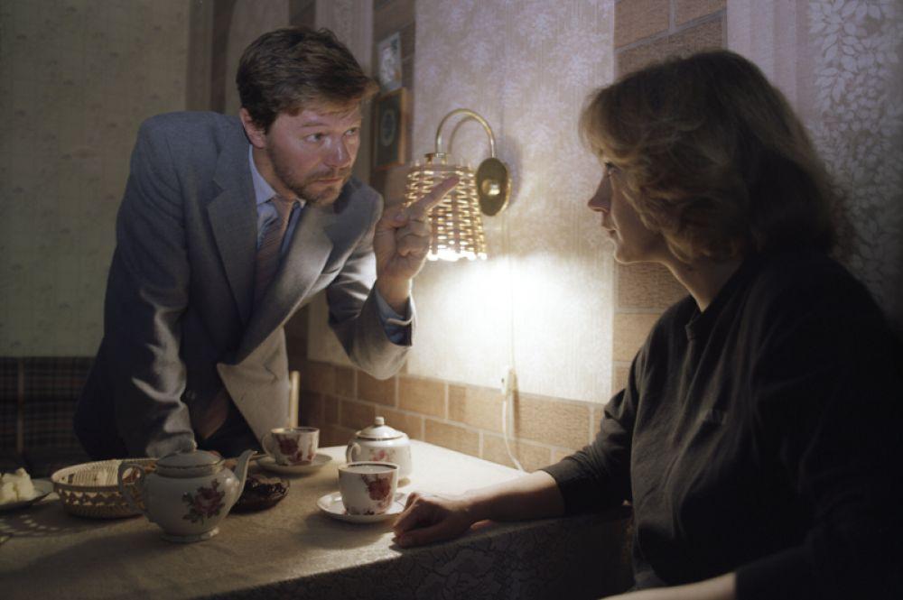 В главной роли в мелодраме «Одинокая женщина желает познакомиться». 1986 год.