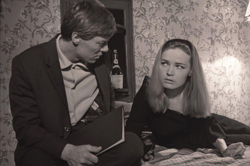 Людмила Чурсина и Александр Збруев в роли Александра Алёшина в фильме «Два билета на дневной сеанс». 1966 год.
