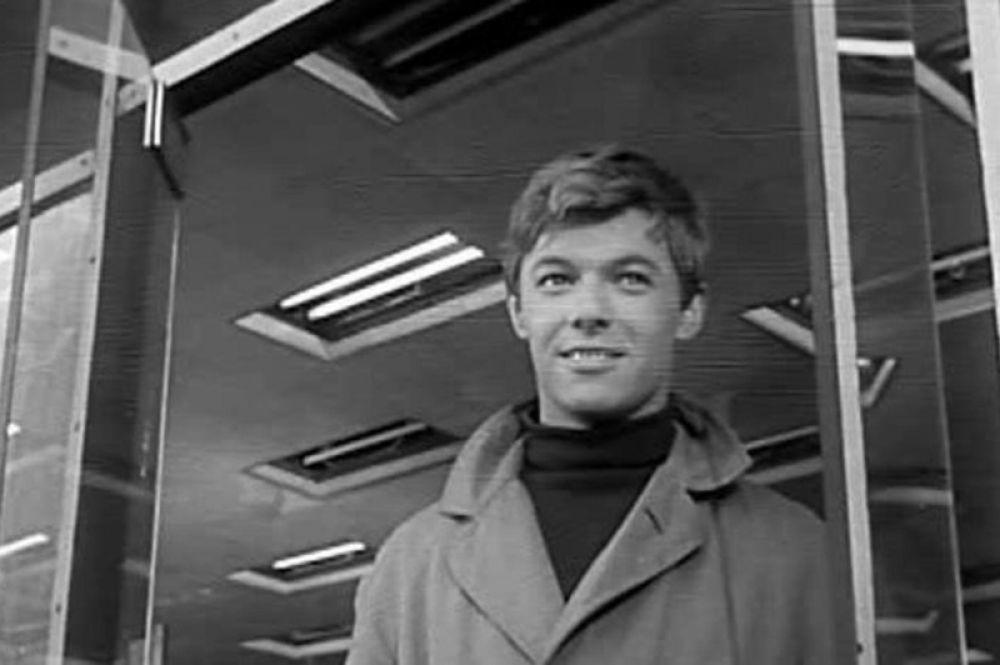 В кино Збруев дебютировал в фильме Александра Зархи «Мой младший брат». Лента вышла на экраны страны в 1962 году и стала первым успехом для исполнителей главных ролей — Александра Збруева, Андрея Миронова и Олега Даля.
